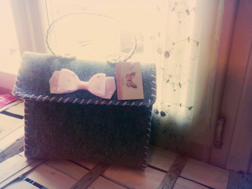 borsa feltro ....realizzata interamente a mano....contattatemi se vi piace