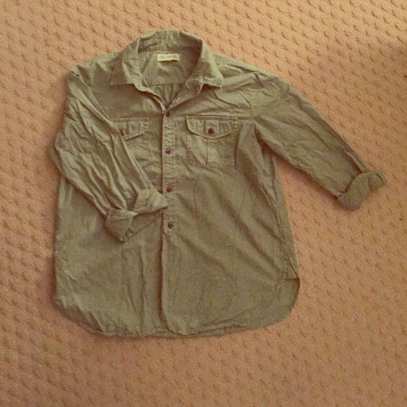 Madewell shirt This is a green madewell shirt! Size S! Super comfy!!! Looks great with jeans, shorts, or a skirt! Great to layer with! Perfect condition! True to size! Madewell Tops