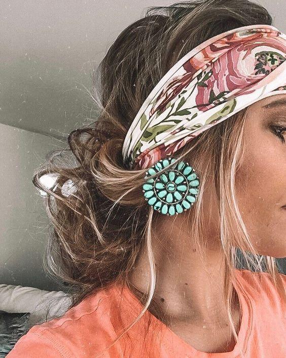 Chaotisch Stirnband Frisur #Frisuren #Stirnbänder #Kopftuch - Emily blog