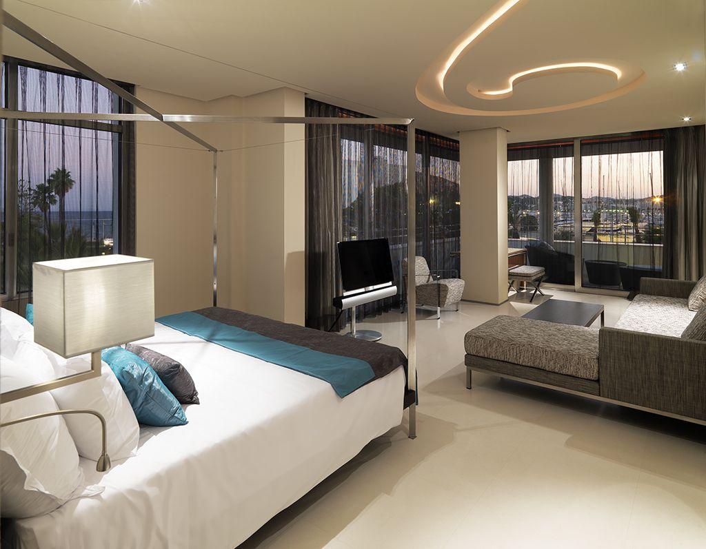 Wie zich een vakantie lang in de watten wil laten leggen is in het luxe 5-sterrenhotel Aguas de Ibiza Lifestyle & Spa aan het juiste adres!