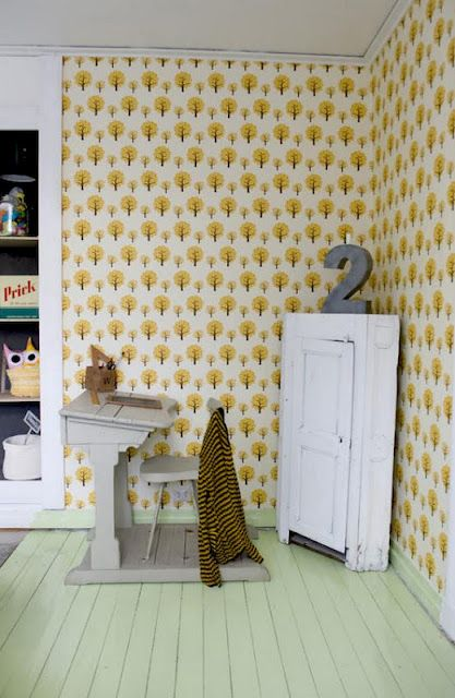 I am so in love with this wallpaper, wish I could afford it