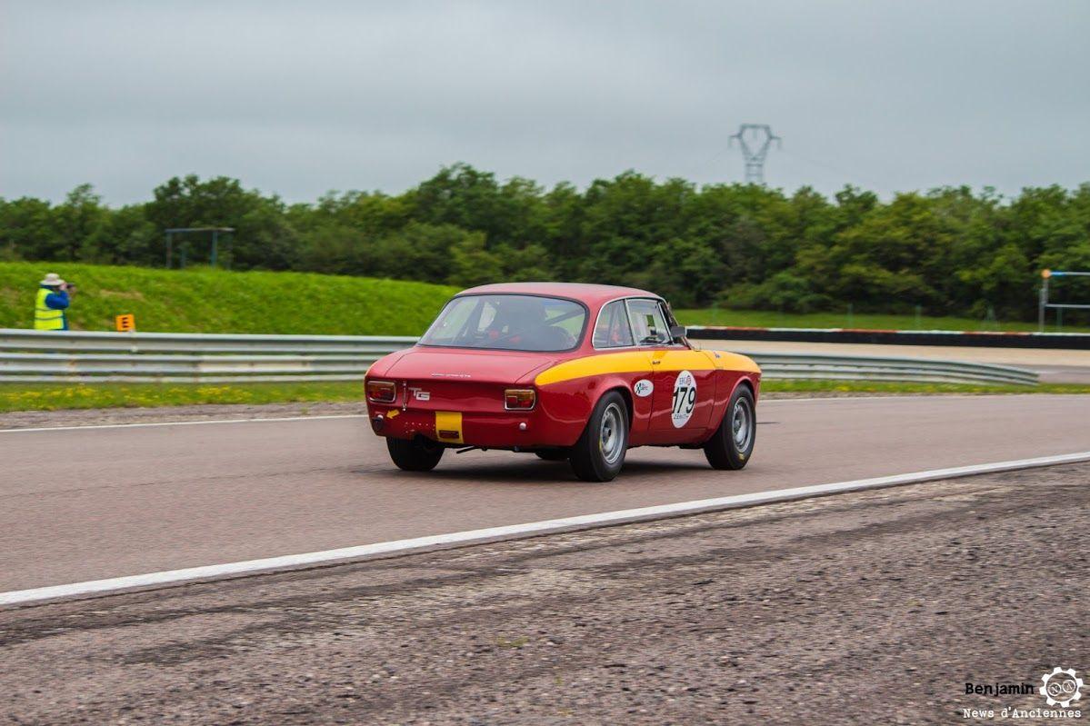 #Alfa_Romeo #Giulia #Sprint #GTA au Grand Prix de l'Age d'Or. #MoteuràSouvenirs Reportage complet : http://newsdanciennes.com/2016/06/06/jolis-plateaux-beau-succes-grand-prix-de-lage-dor-2016/ #ClassicCar #VintageCar