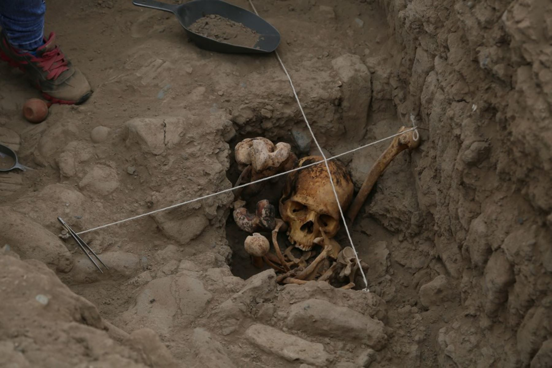 The remains of four mummies of the pre-Inca Ychsma people have been unearthed in the Huaca Pucllana temple in the Miraflores neighborhood of Lima