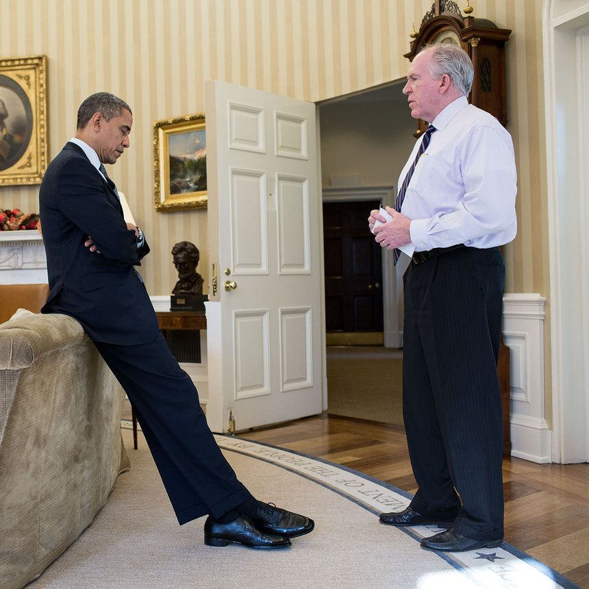 Former W H Photographer Reveals Never Before Seen Photos Of Obama S Anguish After Sandy Hook Obama Photo Photographer
