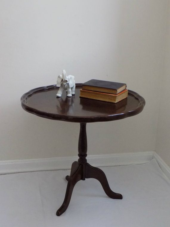 Mid Century   Antique Queen Anne Style Pie Crust Parlor Tilt Top Tripod Side  Table