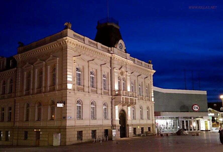 Eine Abendrunde durch Iserlohns Straßen  #Iserlohn #Sauerland #NRW #NordrheinWestfalen #AltesRathaus #Architektur #nightphotography #Nachtaufnahme #streetphotography #Strassenfotografie