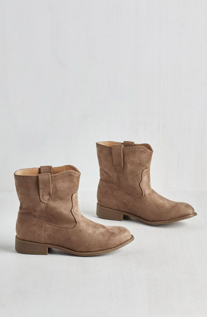Travel Buddies Bootie in Taupe ♡