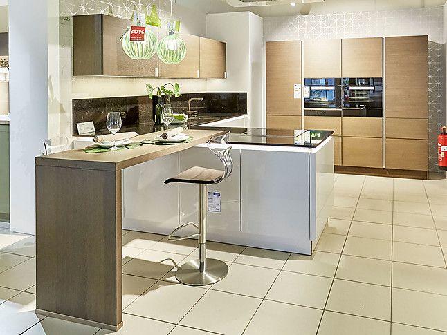 Nolte Nova Lack/Legno Großzügig geplante Küche mit Kücheninsel und