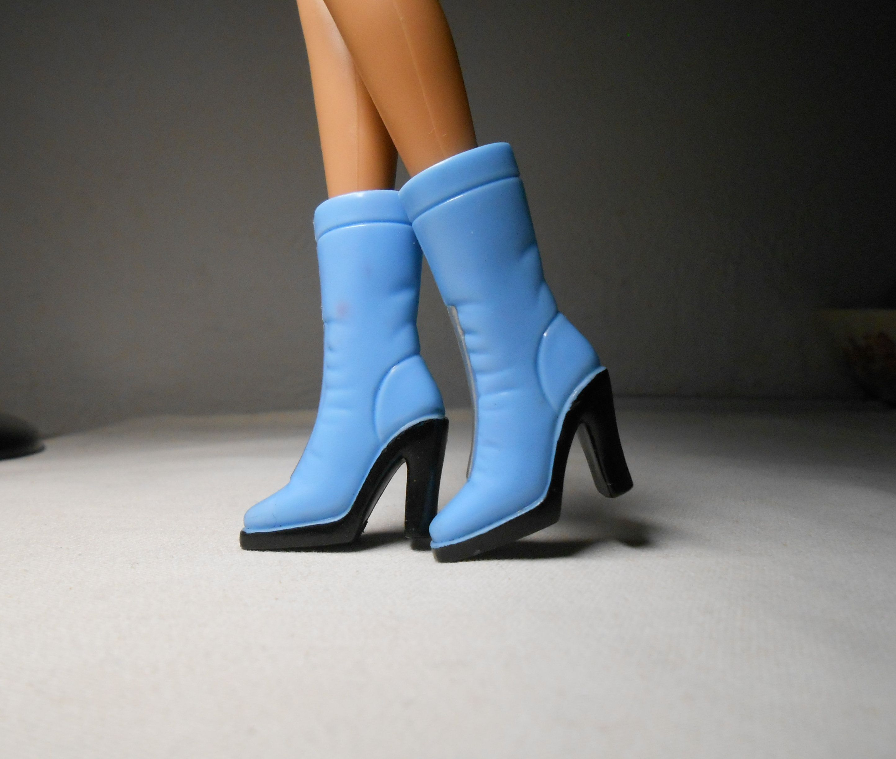 Barbie VINTAGE Mule Pantofola Sandalo Tacco Alto Punta Aperta selezione adattarla ai piedi 2cm