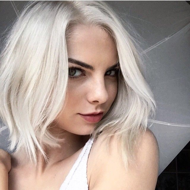 40 Most Flattering Bob Hairstyles For Round Faces 2021 Hairstyles Weekly Hair Styles Light Ash Blonde Hair Short Hair Styles