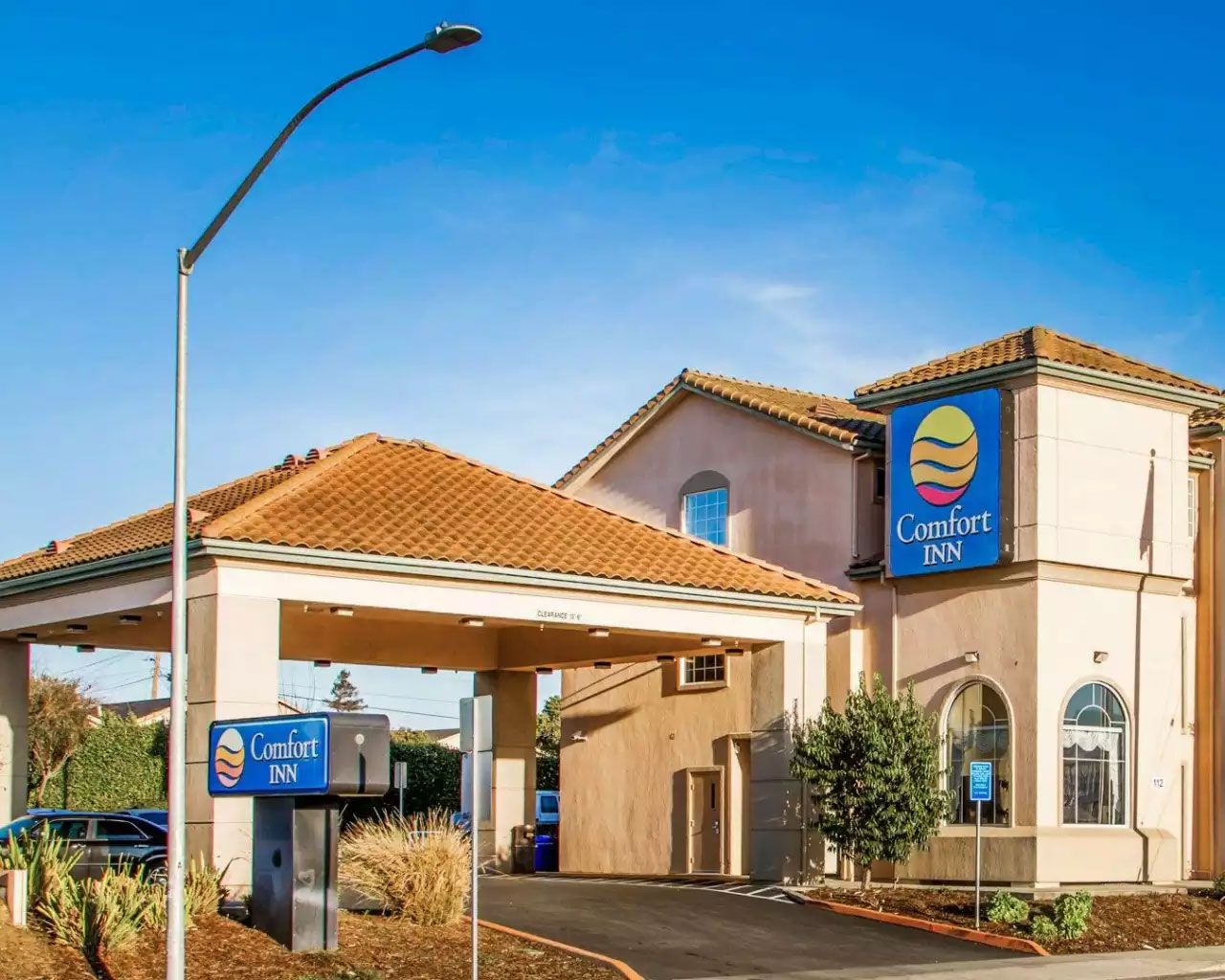 Comfortinn Hotel In Watsonvilleca Is Just The Right Destination For The Tourists Who Are Concerned About Their Hotel California Hotel Watsonville California