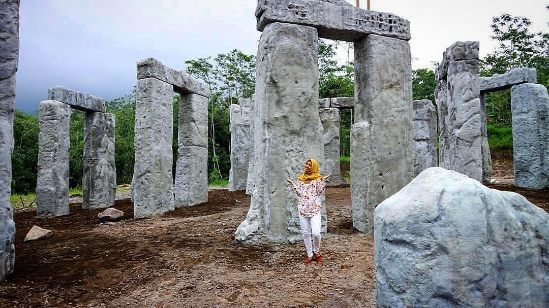 Stonehenge Jogja Info Lokasi The Lost World Castle
