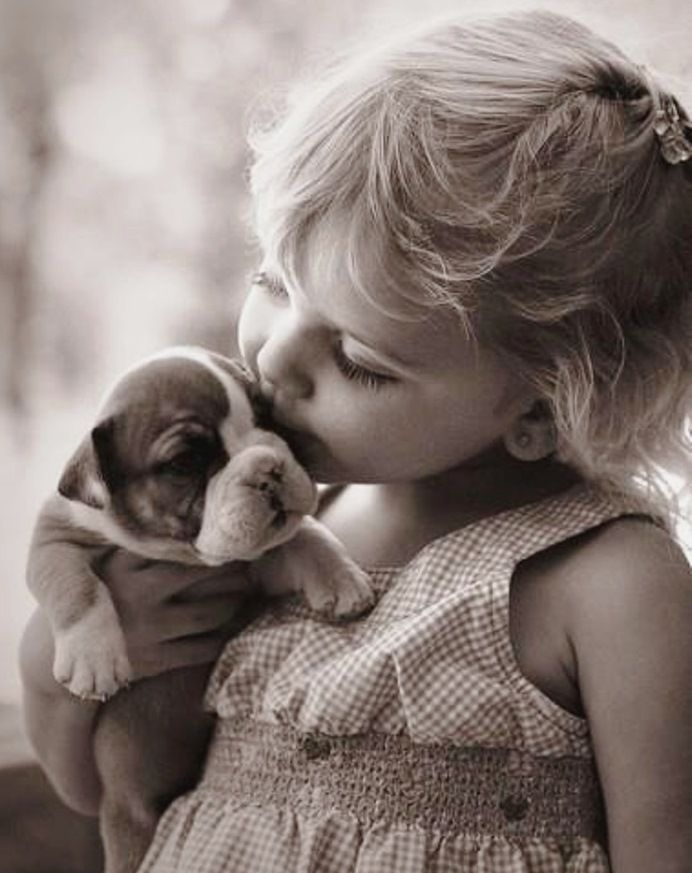 Little girl kissing her puppy ~•❤• Bébé •❤•~ Lovely photgraphy