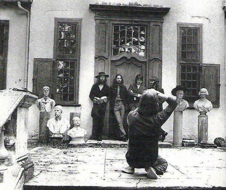 Title Com Imagens Beatles Maiores Bandas De Rock Yoko Ono