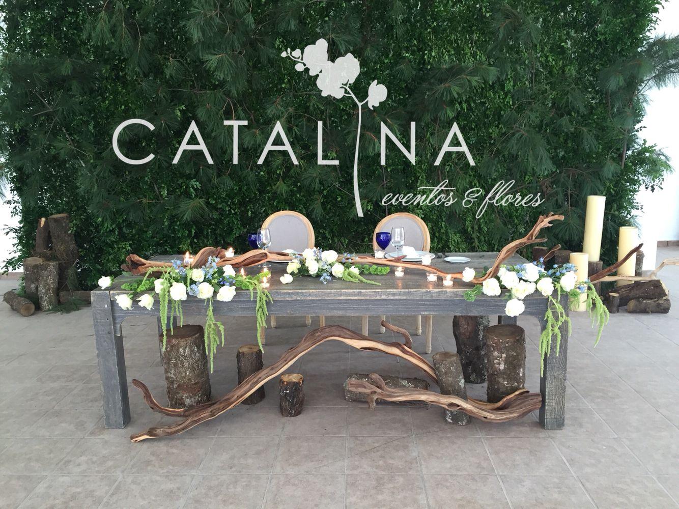 Muro verde y mesa principal #weddingflowers