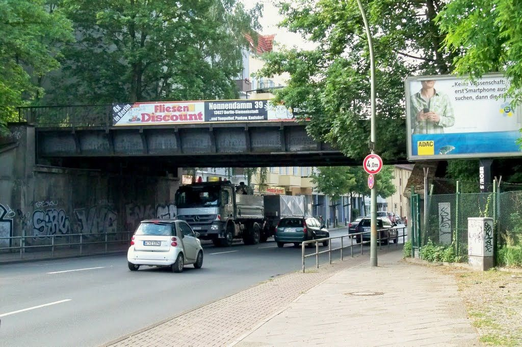 2011 Berlin - Reinickendorf, S-Bahn Brücke Oranienburger/Ollenhauerstraße. ☺