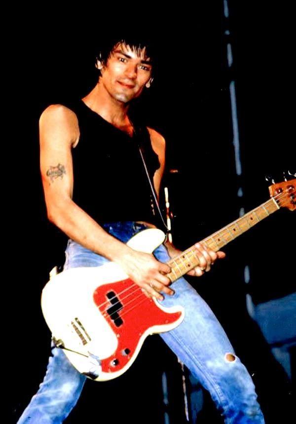 Dee Dee Ramone | Guitar, Best guitar players, Ramones