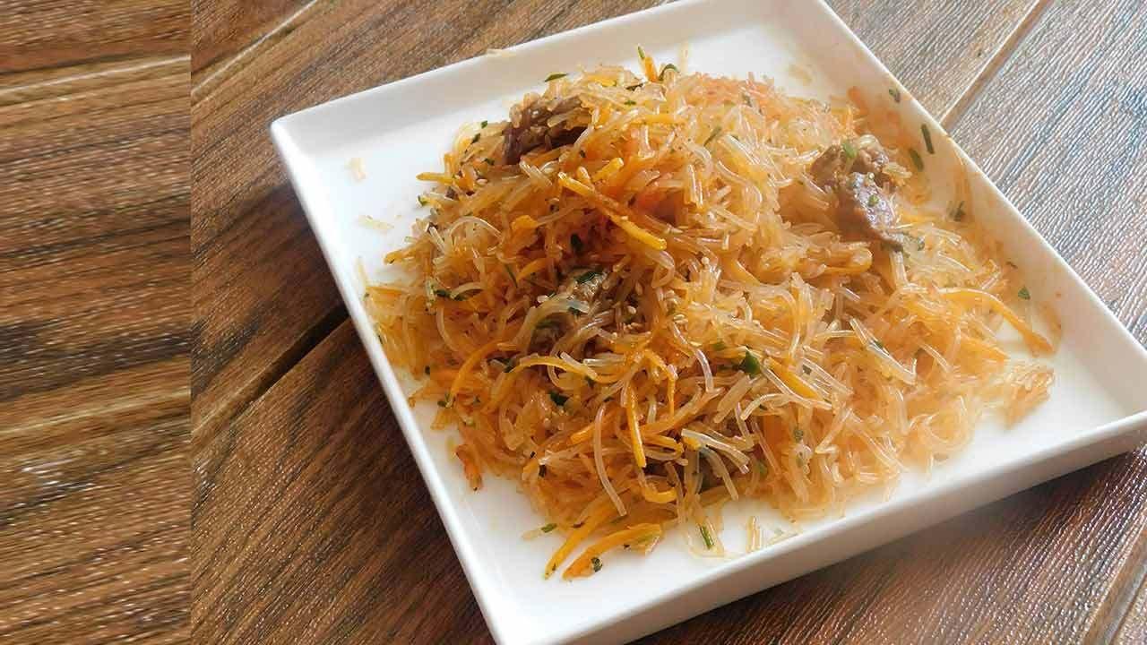 المعكرونة الكورية الحارة أسهل وجبة غذاء أو عشاء يمكن عملها بسهولة في المنزل Food Rice Grains