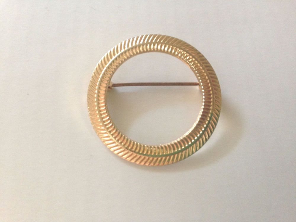 Vintage Round Circle Metal Pin Brooch Retro Gold Tone  #Unknown