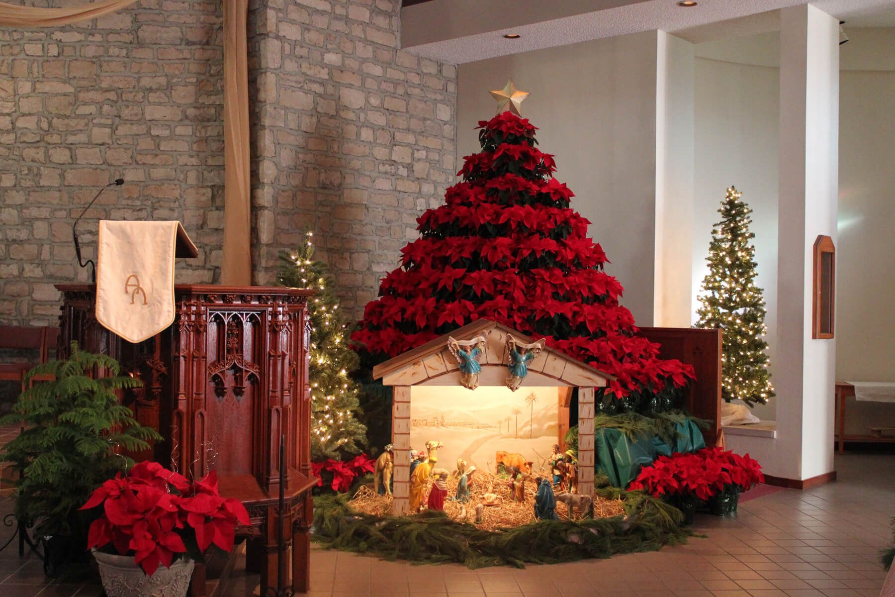 Amazing Christmas Church Decorations Ideas | Christmas Decoration ...