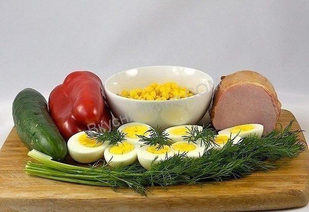 Простой вкусный и полезный салат с ветчиной и яйцом подойдет к любому праздничному столу. Ингредиенты: ветчина - 400-500 гр. яйцо (куриное) - 4шт. перец (сладкий
