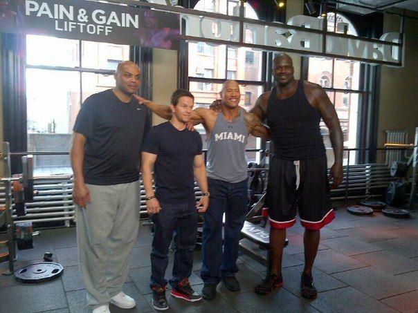 ¿Cuánto mide Dwayne Johnson (The Rock)? - Altura - Real height - Página 2 72f68c950cc9c615ef0fe6dca50d8bc4