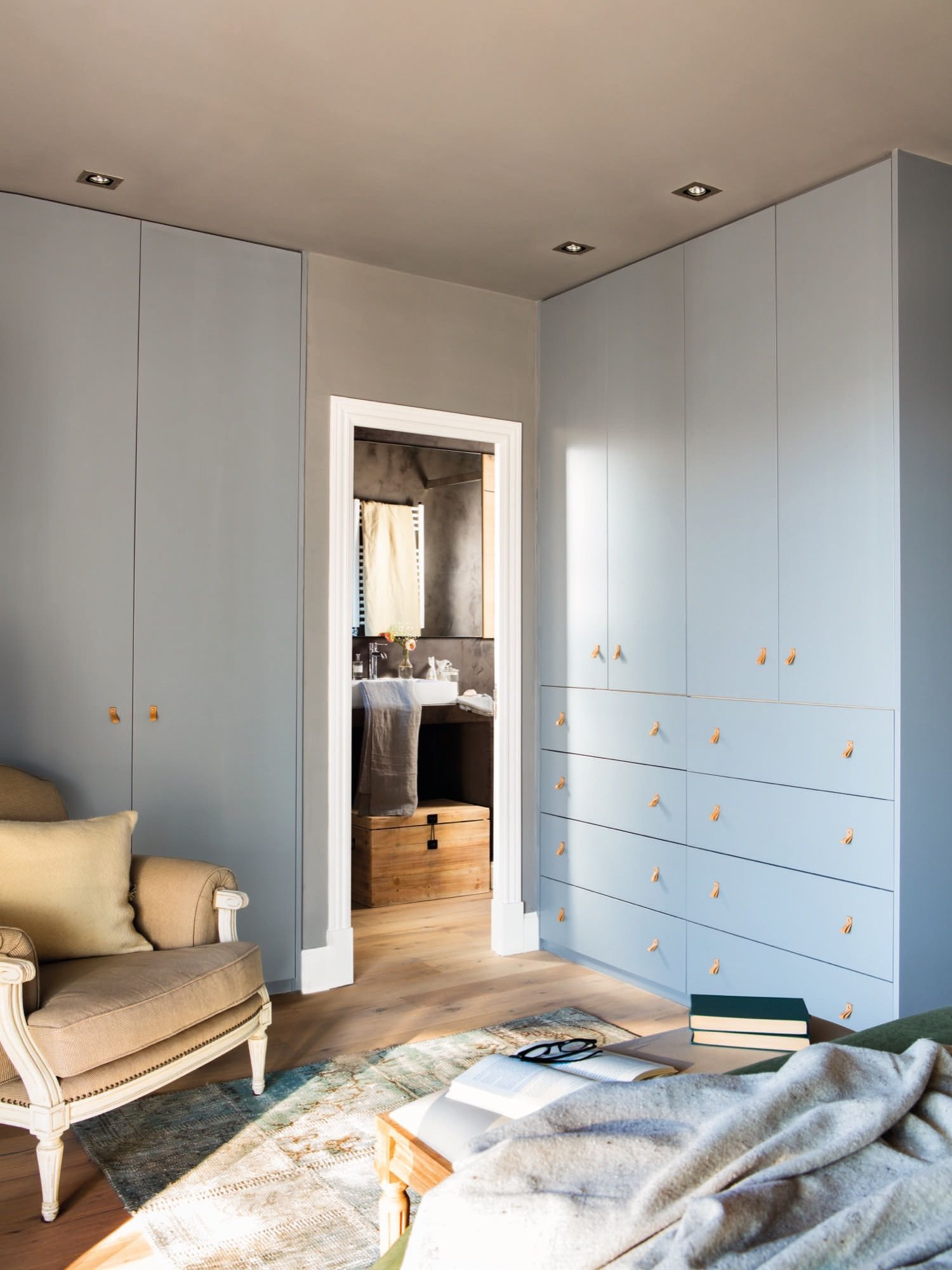 Armarios a tono. | Dormitorios, Armarios grises y ...