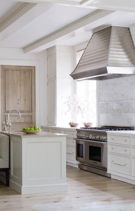 Phoebe Howard Stunning Kitchen Design With Glossy White Wood Beams And Ridged Oversized Stainless Cocinas Cocina De Ensueno