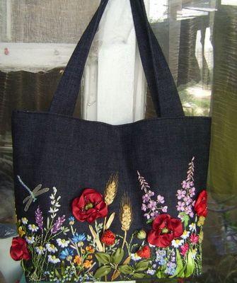 7eefed59ea9e Как можно красиво украсить старую кожаную и джинсовую сумку своими руками  бисером и стразами