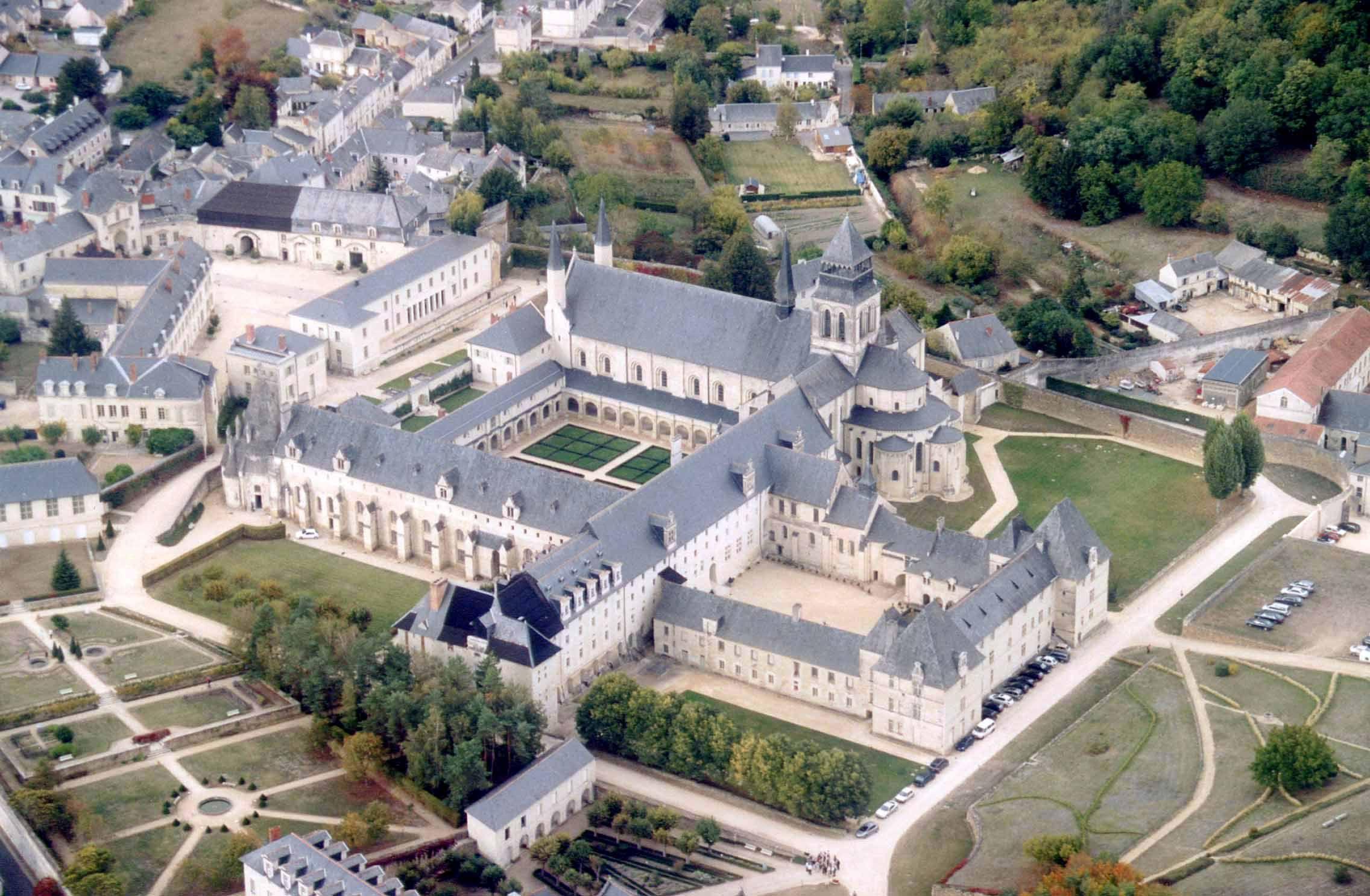 Pays De La Loire : fontevraud abbey in the village of fontevraud l 39 abbaye maine et loire pays de la loire ~ Maxctalentgroup.com Avis de Voitures