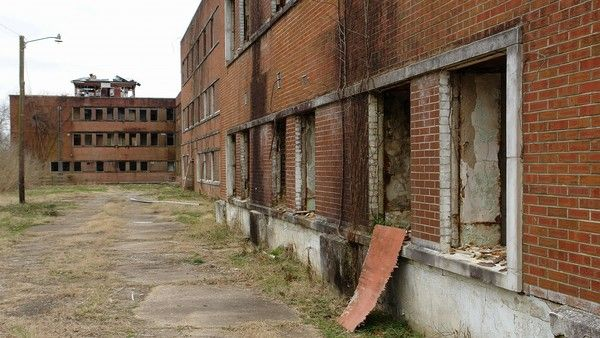 Paranormal enthusiasts searching for ghosts at abandoned hospital find a body