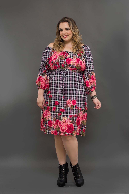 e22fce33a Vestido em viscose estampada xadrez com flores