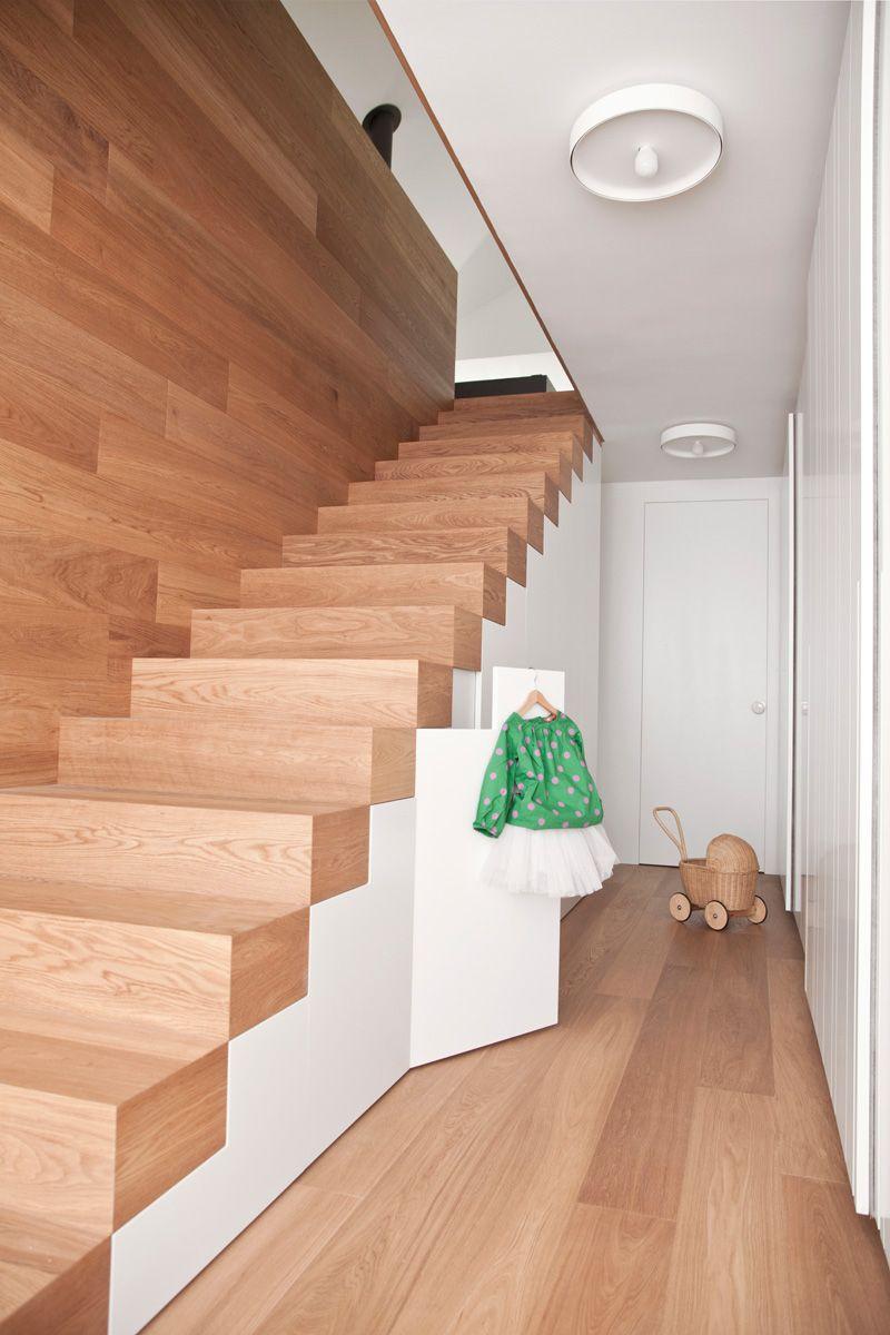 Refaire Escalier Trop Raide escalier sans rampe ni main courante en bois massif par