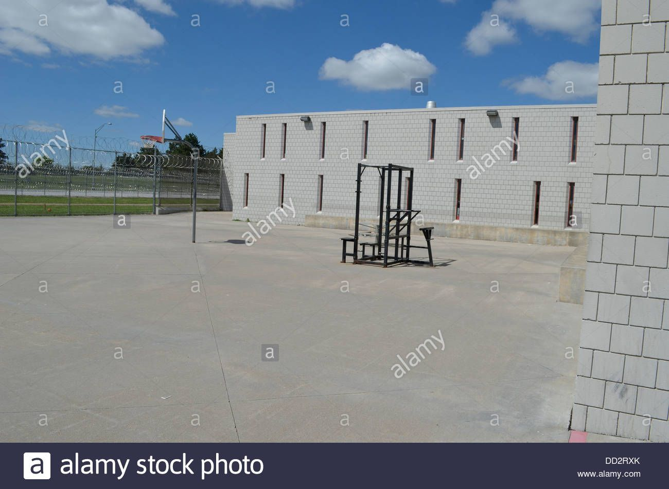 fenced-yard-at-american-maximum-security-prison-here-inmates-are-allowed-DD2RXK.jpg (1300×951)