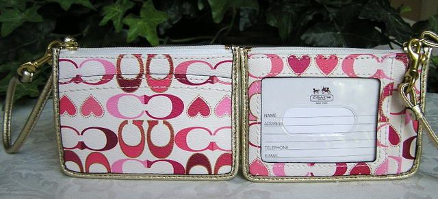 'Coach Peyton Signature Heart ID Skinny Wallet ' is going up for auction at  9pm Tue, Feb 26 with a starting bid of $50.