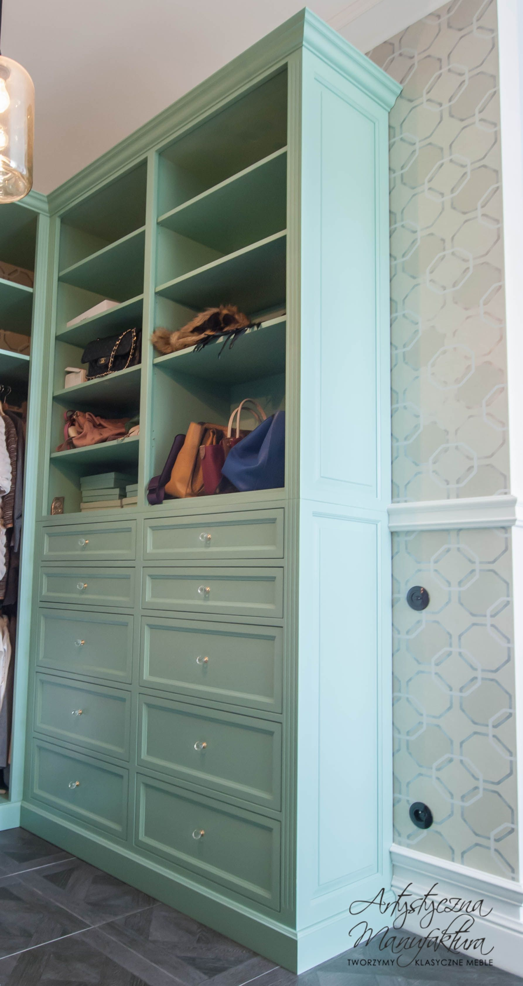 Miętowa Szafa W Garderobie, Mint Closet, Wood Classic Furniture, Wardrobe  With Drawers,