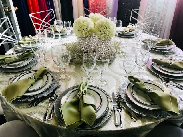 Peachy Party Rentals In St Louis Table Linens Winter Table Squirreltailoven Fun Painted Chair Ideas Images Squirreltailovenorg