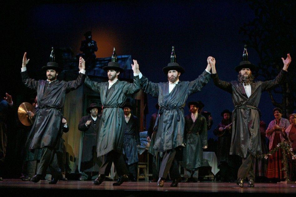 San Diegojewish World San Diego S Online Jewish Newspaper Fiddler On The Roof Fiddler Musical Theatre Broadway