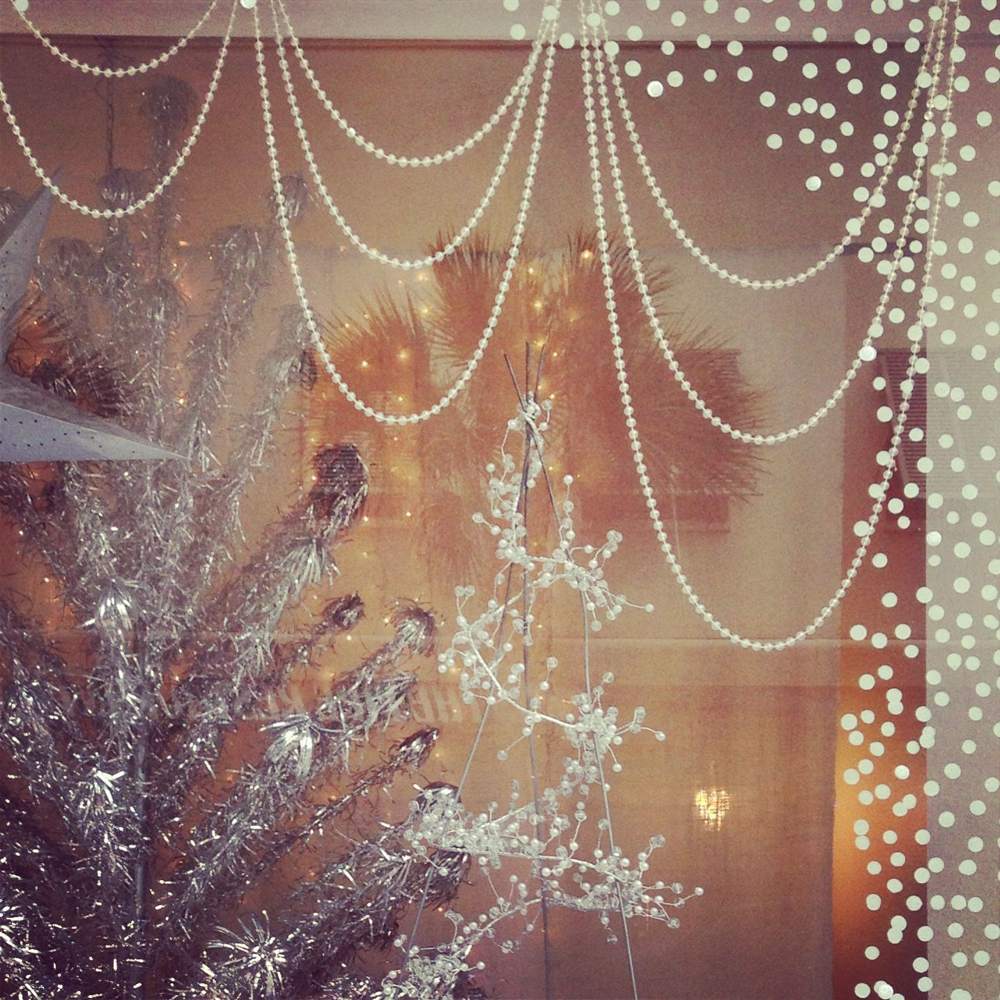 Decorazioni Natalizie Low Cost 5 cheap holiday window display ideas that will fill your