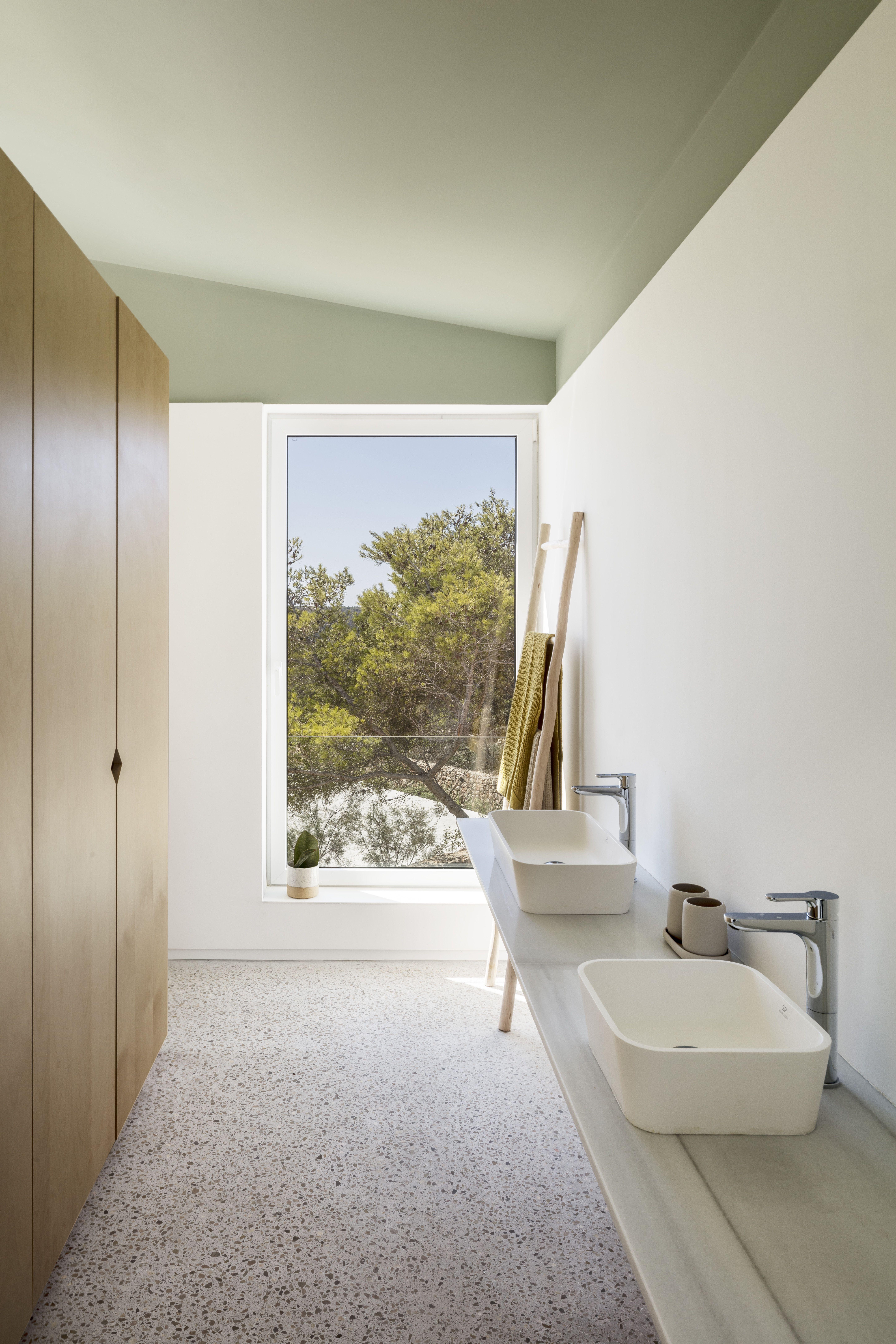 Pastel Und Helles Holz Im Badezimmer In 2020 Villa Modernes Ferienhaus Architekt