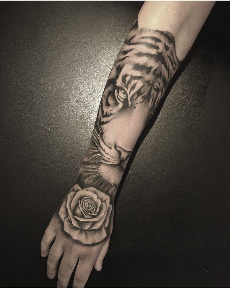 Tiger By Rebeccas Tattoo Studio Tattoo Pinterest Tatouage