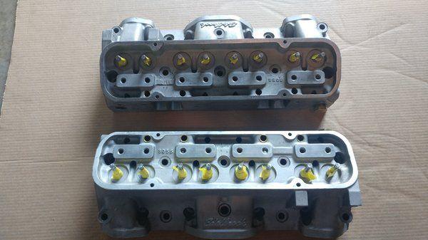 Pontiac Edelbrock #6056 Round-Port Aluminum Heads 72 cc for