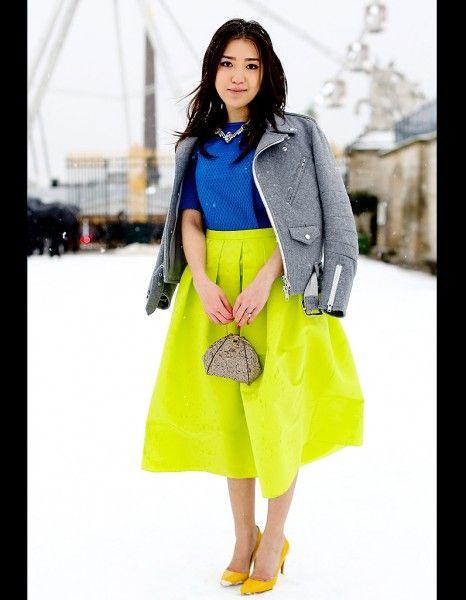 a51a94eab31db Street style : comment être chic sous la neige ?   {Bright Color ...