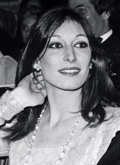 Anjelica Huston Nude Photos 31