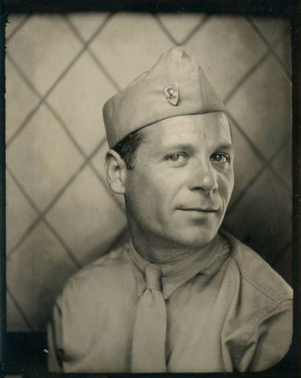 Vintage Photobooth - WWII photo booth