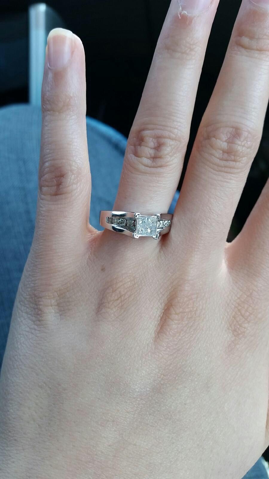 Arianas beautiful engagement ring beautiful engagement