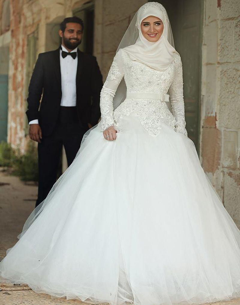This beautiful muslim bridal gown features long sleeves u high neck