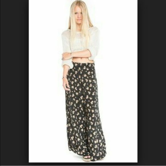 ISO!!!!!!!!!!!!!!! Brandy Melville Aarikas - daisy/sunflower print ONLY!  🌻🌻🌻 willing to do trades! Brandy Melville Pants