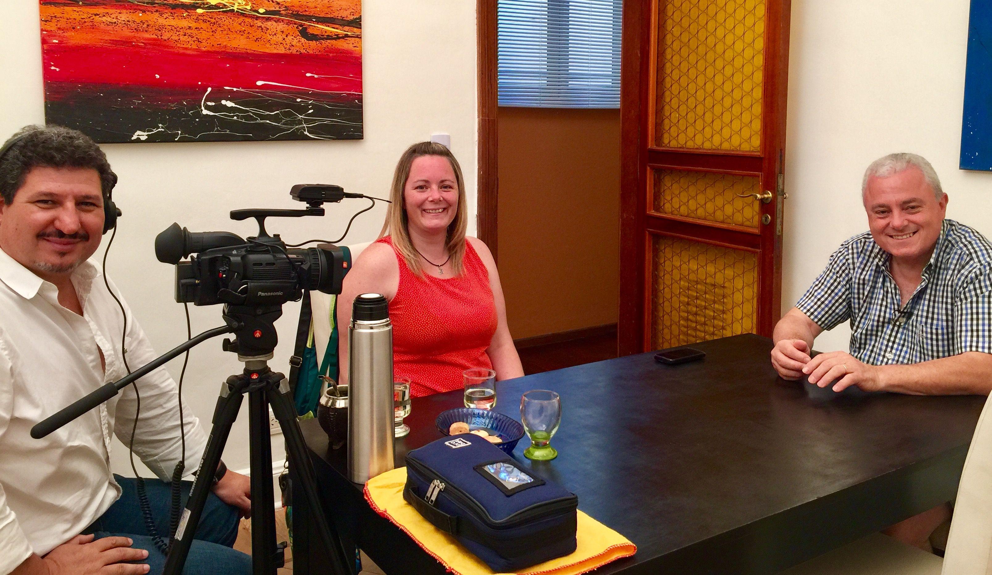 Entrevista en la productora con Sabrina y Jorge.