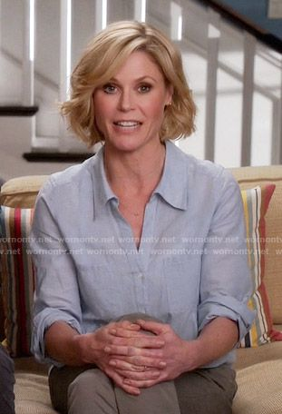 Claire S Blue Button Down Shirt On Modern Family Bob Hairstyles Wavy Bob Hairstyles Short Hair Styles